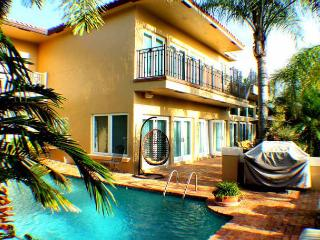 Ft. Lauderdale Mansion Walk to Beach Heated Pool 5/5 for 14- 4131 NE 34th - Fort Lauderdale vacation rentals