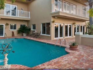 Ft. Lauderdale Waterfront Mansion Walk to Beach! Heated Pool 5/5 for 14 - Fort Lauderdale vacation rentals