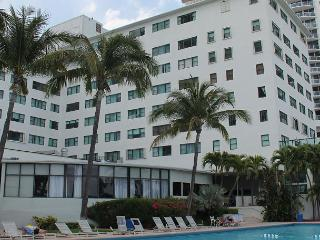 Beautiful Ocean side studio 935, on the beach, 10 min from South beach - Miami Beach vacation rentals