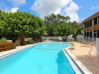 Lovely Condo with Internet Access and A/C - Holmes Beach vacation rentals