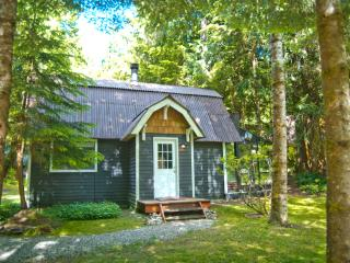 Perfect House with Central Heating and Parking - Glacier vacation rentals