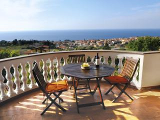 Romantic Townhouse with Deck and Internet Access in Santa Domenica di Ricadi - Santa Domenica di Ricadi vacation rentals