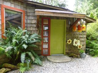 Romantic, creative and cozy Heron Cottage - Tofino vacation rentals