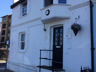 Coastguard cottage  Ryde Esplanade Isle of wight - Ryde vacation rentals