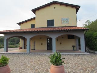 Tenuta Armida con piscina esclusiva vicino Caserta - Liberi vacation rentals