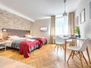 Beautiful 1 bedroom Condo in Warsaw - Warsaw vacation rentals