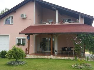Cozy 3 bedroom Bed and Breakfast in Slunj with Internet Access - Slunj vacation rentals