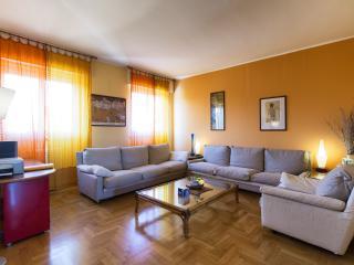 160 M2 vicino EXPO, Fiera Rho e Milano e Stadio - Milan vacation rentals