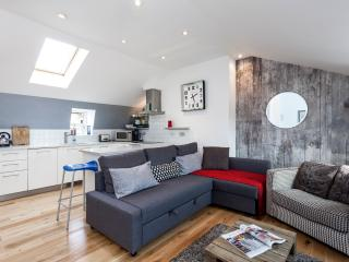 Two Bedroom Penthouse Kings Cross - London vacation rentals