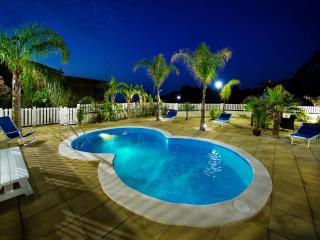 Villa Oleandro 12 posti 3 bagni con piscina - Alcamo vacation rentals