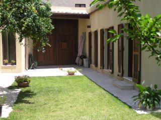 Elegante e tranquilla casa tipica con giardino - Cagliari vacation rentals