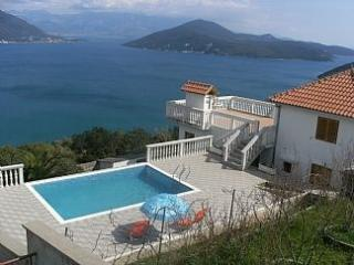 Villa T: 2bedroom Apt with shared pool & stunning sea-views - Herceg-Novi vacation rentals