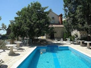 Villa Šimun with pool in the hill for 12 people - Sumpetar vacation rentals