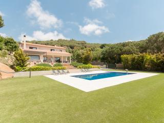 Villa for 10+4, beach, sea view, large pool, sauna - Sant Andreu de Llavaneres vacation rentals