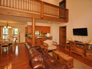 4th of July is AVAILABLE!  Book now! - Branson vacation rentals