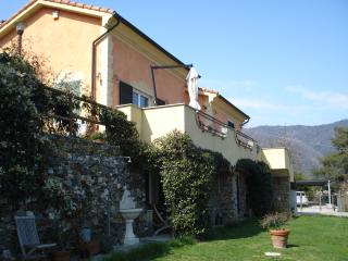 VILLA CLAUDIA  vista mare e giardino privato - Quiliano vacation rentals
