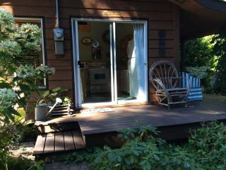 Beautiful Guest house with Deck and Internet Access - Halfmoon Bay vacation rentals