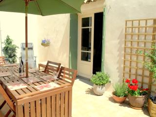 Sunny 4 bedroom Montlaur Gite with Internet Access - Montlaur vacation rentals