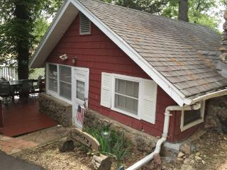 Cozy Cottage with Deck and A/C - Osage Beach vacation rentals