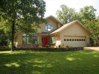 Comfortable 4 bedroom House in Fairfield Bay - Fairfield Bay vacation rentals