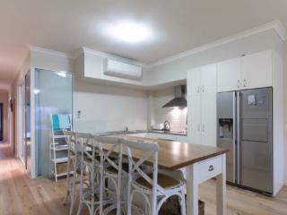 Pen Guard North Fremantle  fantastic location - Fremantle vacation rentals