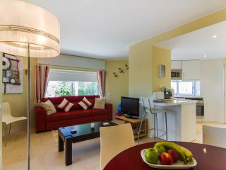 Bright 2 bedroom Tavira Condo with Internet Access - Tavira vacation rentals