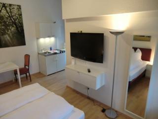 APPARTEMENT-VERMIETUNG BRUNNER Standardzimmer - Rostock vacation rentals