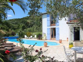 Private sunny villa with large heated pool and river access - Céret vacation rentals
