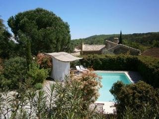 Nice Gite with Internet Access and Outdoor Dining Area - Tresques vacation rentals