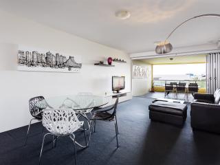 2 bedroom Condo with Deck in Brisbane - Brisbane vacation rentals