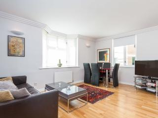 Brilliant 2 bed apartment in Mayfair - London vacation rentals