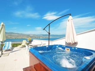 Daisy Pool & Jacuzzi, Trogir - Ciovo vacation rentals