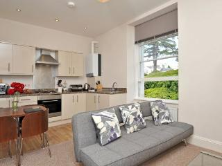 Apartment 5 Astor House Warren Rd Torquay TQ2 5TR - Torquay vacation rentals