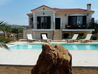 Perfect 2 bedroom Villa in Svoronata with Deck - Svoronata vacation rentals