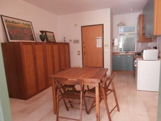 Cozy 2 bedroom Chiavari Townhouse with Short Breaks Allowed - Chiavari vacation rentals