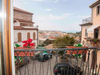 Romantic Townhouse with A/C and Television in Scalea - Scalea vacation rentals