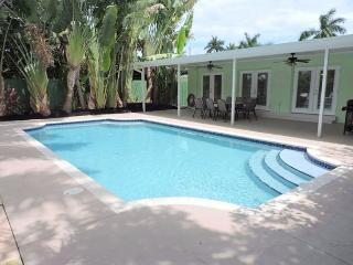 SPACIOUS & ALL NEW 5/3 FOR 12 GUESTS TROPICAL HEATED POOL, NEAR BEACH & GOLF - Hollywood vacation rentals