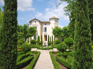 Château de Paupaille,parc piscine avec salon d été - Salon-de-Provence vacation rentals