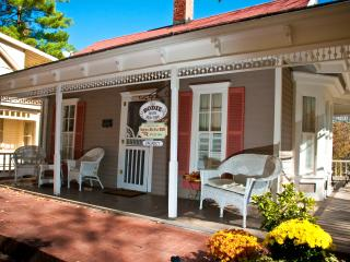 Cozy Cottage with Deck and Internet Access - Eureka Springs vacation rentals