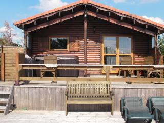 Beautiful Lakeside Log Cabin inc Hot Tub, Sleeps 6 - Tattershall vacation rentals