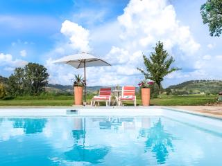 8 bed luxury farmhouse with heated pool, hot tub - Estaing vacation rentals