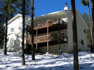 Alto Family Escape is a great four bedroom, three bath home located in Alto. - Alto vacation rentals