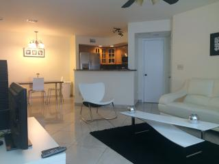 2 bedroom Apartment with Internet Access in Plantation - Plantation vacation rentals