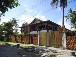 CASA NA PRAIA 30m DA AREIA - 7 SUÍTES - 03 QUARTOS - Guaruja vacation rentals