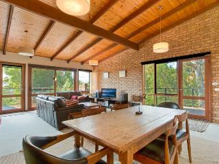 Comfortable House with Deck and Dishwasher - Pambula Beach vacation rentals