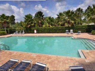 Kate's Places-Lakeside 2B/2.5B Townhome near beach - New Smyrna Beach vacation rentals