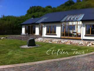 Sunny House in Clifden with Balcony, sleeps 6 - Clifden vacation rentals
