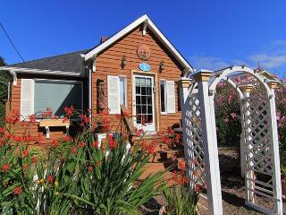 Gleneden Beach Cottage w/ Hot Tub , Close to Beach, Spa, Golf and More! - Gleneden Beach vacation rentals