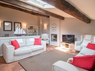 Delightful villa near Tuscan beach town of Forte d - Camaiore vacation rentals