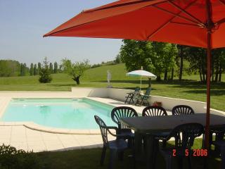 Bobie Farmhouse with Wi-Fi and Air Conditioning - Duras vacation rentals